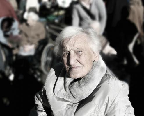 Alte Dame sucht Heimhilfe